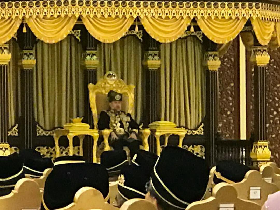 สุลต่านรัฐกลันตัน ขึ้นครองราชย์เป็นพระราชาธิบดีมาเลเซีย