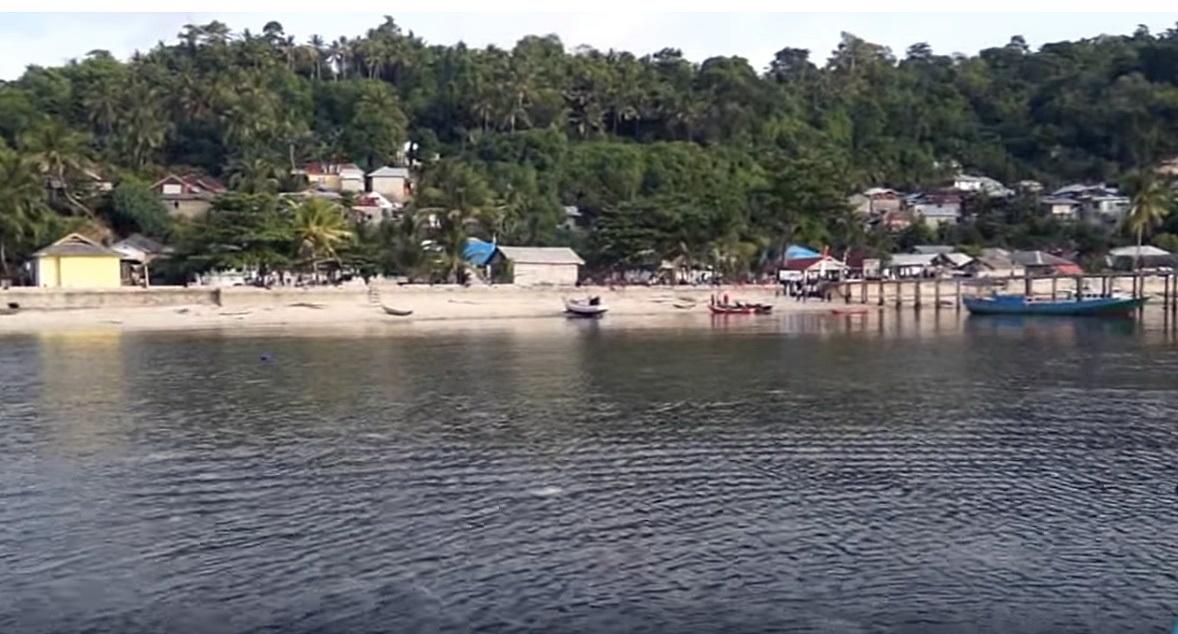 เกาะรูน ในหมู่เกาะบันดา จังหวัดโมลุกะ เกาะเล็กๆที่มีร่องรอยประวัติศาสตร์
