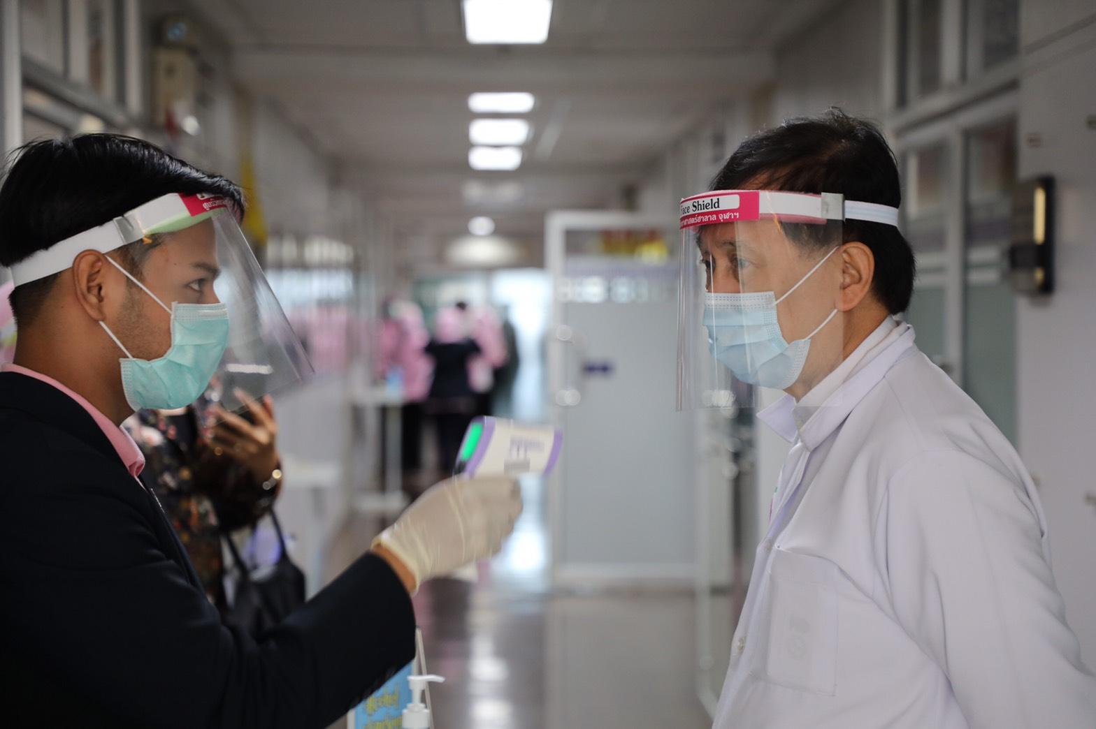 ศูนย์วิทยาศาสตร์ฮาลาลฯร่วมต้าน COVID-19 มอบเจล-แอลกอฮอล์ให้โรงพยาบาลชายแดนใต้