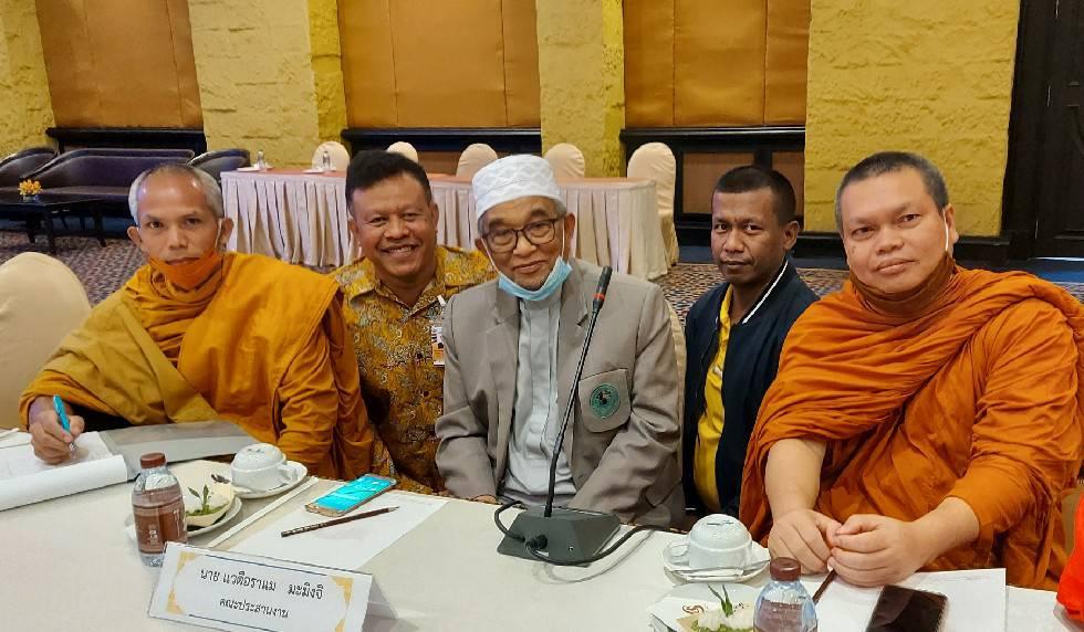 หัวหน้าพูดคุยสันติสุข พบปะมวลชนฟังความเห็น พร้อมเดินหน้าต่อเนื่อง ชี้เป็นนโยบายระดับชาติ